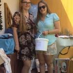 Alena und Ronja verkauften Lose